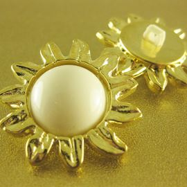 Sunflower Button. Gold Petals W/ White Dome Centre. 34mm / 54 Ligne