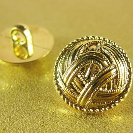 Yarn Button. Gold. 18mm / 28 Ligne