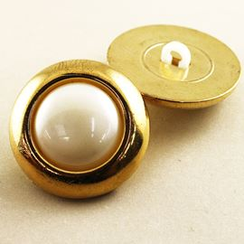 Timeless Button. Gold/White. 25mm / 39 Ligne