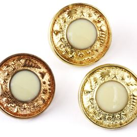 Beach Comber Button. Gold/Ivory. 18mm / Ligne 28