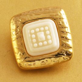 Tile Button. Gold/White. 22mm / 32 Ligne