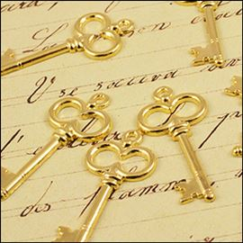 Gold Plated Key Charm. 22mm.