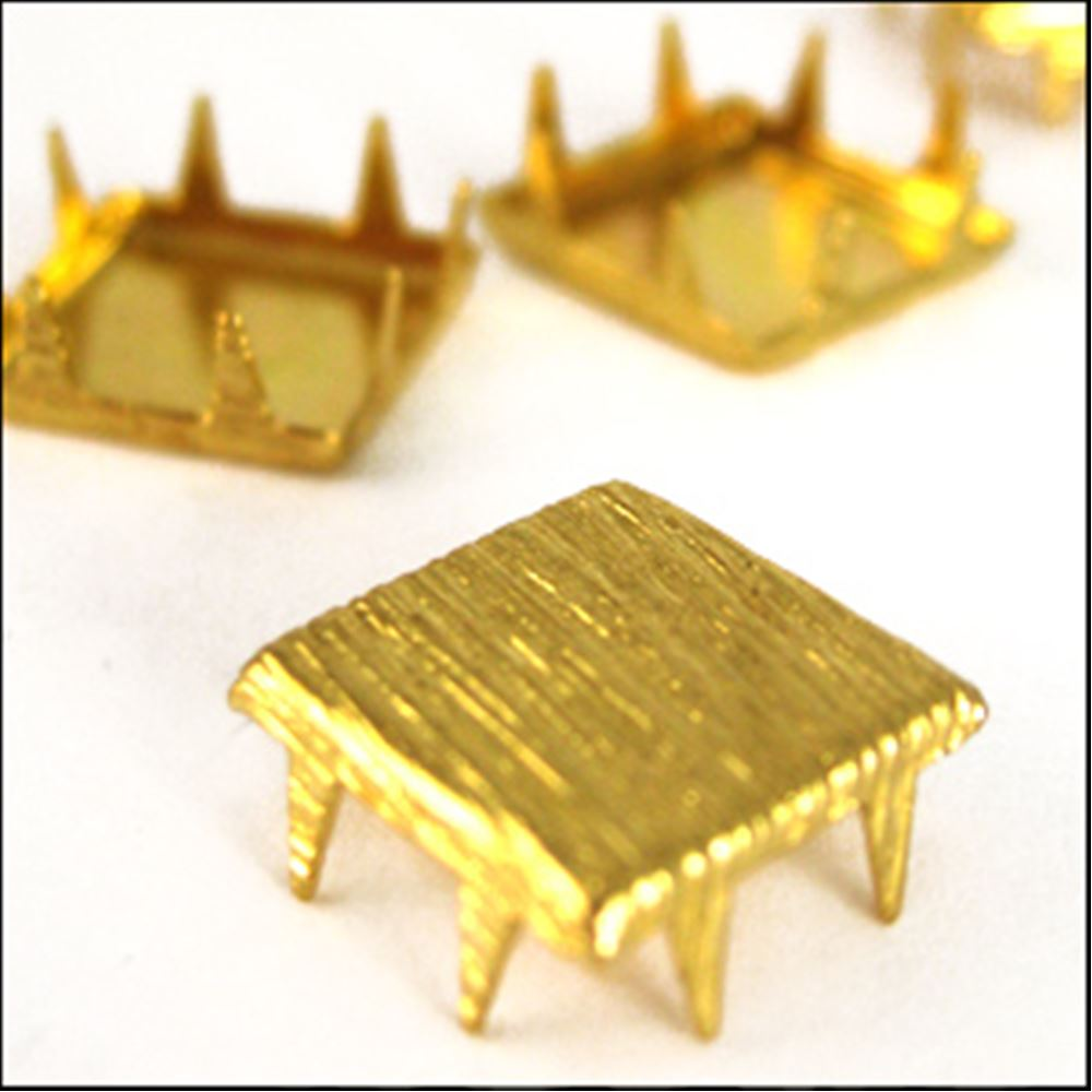 Square Brushed Claw Stud. Gilt. 10mm