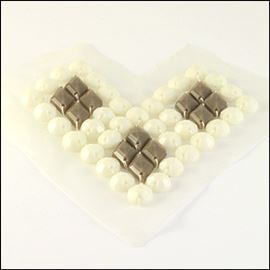 Large Faceted Acrylic Stone Retro Heart Motif. 120mm. Cream Heart.
